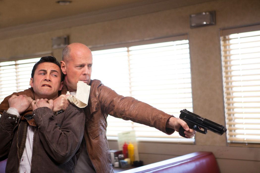 Joseph Gordon-Levitt y Bruce Willis en Looper